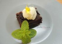 #brownie de aceitunas negras, helado de Picual y lágrimas de cornicabra