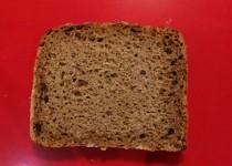 pan de centeno y aguacate a la brasa